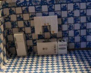 1:144 Dollhouse Miniature ASSEMBLED KITCHEN, SINK, STOVE, FRIDGE UPPER CABINET