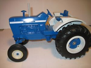 Ford Farm Toy Tractor 8000 first edition Ertl 1/12