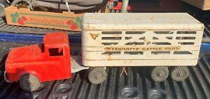 1950s - 60s wyandotte cattler van