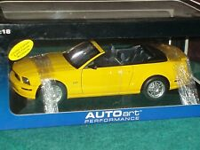 AUTO ART 2006 FORD MUSTANG GT CONVERTABLE 1/18 YELLOW/BLACK