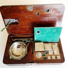 Ancienne balance trébuchet de diamantaire et ses poids en carats métriques