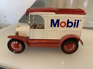 ERTL REPLICA FORD 1913 MODEL T VAN METAL MOBIL COIN BANK MADE IN USA WITH BOX