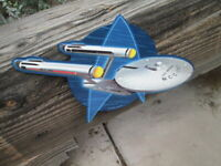 STAR TREK USS ENTERPRISE STARFLEET  NCC-1701 METAL display Embossed
