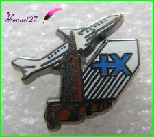 Pin's Assurance Voyage +X Avec un Avion Plane Blanc Pichard #1229