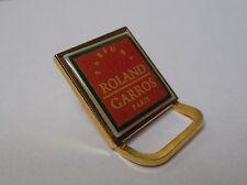 Pin's parfum / Parfums Roland Garros Paris (style porte serviette)