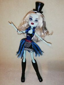 Monster High Frankie Stein - Freak Du Chic. A MAGICAL & CLEVER SET, VALUE PLUS!