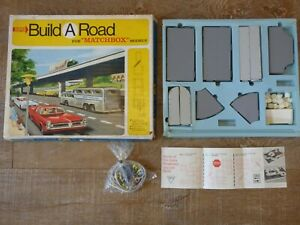 VINTAGE Matchbox DELUXE BUILD A ROAD SET USA EDITION 1968 RARE TOY SET BOXED