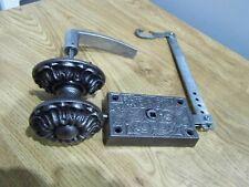 Ancienne serrure et poignée de porte d'entrée,centrale