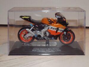 1/22 Italeri Valentino Rossi Repsol Honda 2003 Diecast Model