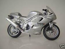 TRIUMPH DAYTONA 955i silber Motorrad-Modell 1:18 NEU