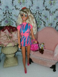 VINTAGE BARBIE DOLL 1975 LONG PLATINUM BLONDE  outfit and more