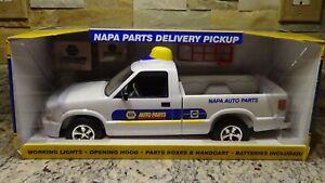 NIB First Gear 2005 Chevy S10 NAPA Auto Parts Delivery pickup truck NAPA05 promo