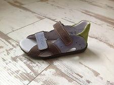 P26 - Chaussures NEUVES fille  KICKERS - Modèle Boan marron  (65.00 €)