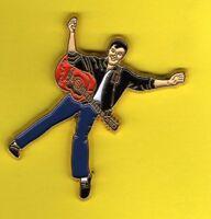 Pin's lapel Pins Elvis Presley Guitare pantalon bleu chemise noire signé