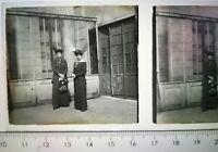 EE018 Plaque positif verre stéréoscopique circa 1920 6x4cm groupe 2 femmes
