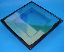 GRECO Studio Pottery-Piatto quadrato fatto a mano astratti design con doratura esterna.