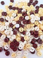 50 Tiny 6mm Bottoni Naturali Beige Bianco & Marrone Scuro artigianato Vestiti Bambole
