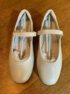 NWOB WALKING CRADLES Ivory Leather Mary Janes, Size 7.5W. Excellent Condition