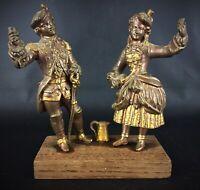 Groupe de statuettes en régule sur socle en bois anciennes ´ Scène galante ´
