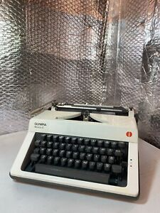 VINTAGE OLYMPIA MONICA S PORTABLE TYPEWRITER CASEUK 1974 TESTED and WORKING