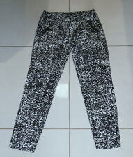 Womens size 6 black stretch cropped black & white dress pants made by PORTMANS