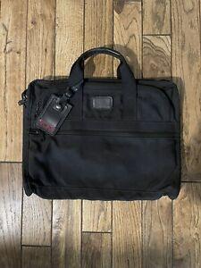 Tumi nylon briefcase, Pre-owned, Nylon, Black