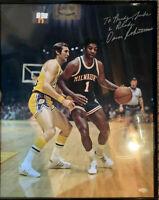 Oscar Robertson Milwaukee Bucks Autographed 16x20 photo