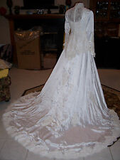 Vintage Wedding Gown White 0 2 Peplum Pearls Lace Queen Anne crinoline Train
