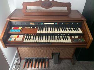 Hammond 146K organ