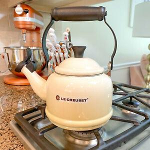 Le Creuset White Tea Kettle 1.1 liters 1.25 quarts