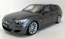 Voitures, camions et fourgons miniatures gris BMW 1:18
