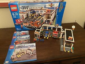 LEGO City #7642 Garage 100% Complete w/Instructions & Minifigures And Box