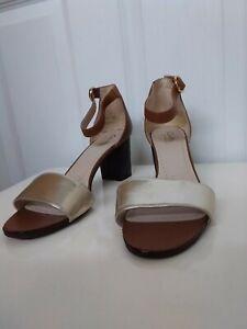 CLARKS Somerset Size 7.5 Block Heeled Sandals