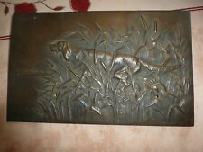 GRANDE PLAQUE BRONZE CHIEN DE CHASSE DANS LES ROSEAUX 35 cm - 3 kg