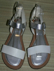 CLARKS WOMENS WHITE/SILVER BUCKLE LEATHER FLAT SANDALS SIZE:5.5/ 38.5 (WS61)