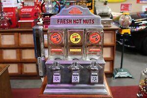 1940s The Challenger Deluxe Hot Nut Peanut Vendor 5/10 Cent Vending Machine