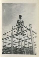 PHOTO ANCIENNE - VINTAGE SNAPSHOT - ENFANT JEU CAGE À POULE DRÔLE - CHILD GAME