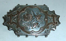 A VICTORIAN HALLMARKED SILVER FLOWER BROOCH WITH ROSE GOLD LEAVES & FLOWER