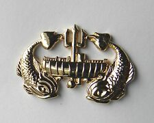 DEEP SEA SUB SUBMARINE WREATH GOLD COLORED FISH LAPEL PIN BADGE 1.3 INCHES