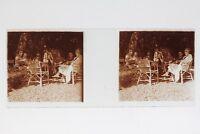 Francia Famille Posa Nel Il Giardino Foto Stereo T2L8n5 Placca Da Lente Vintage