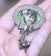 vintage silver tone oval picture frame pin brooch w/dangling heart charms bow