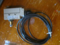 NEW Omron Roller Plunger Activated Limit Switch  pn#- ZE-Q22-2S