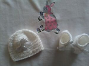 HAND MADE BABY BLANKET SET IN FLEECE AND CROCHET HAT AND BOOTTIES WHITE