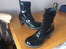 Dr Martens Darcie Tacones patente de cuero negro UK 7 EU 41 Gótico Punk Fetiche
