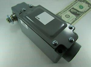 New Eaton Type F Rotary Limit Switch 1 NO + 1 NC Contact 600V NEMA4 10316H18(Y1)