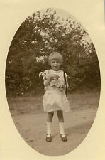 PHOTO ANCIENNE - VINTAGE SNAPSHOT - ENFANT FILLE POUPEÉ POUPON JOUET - DOLL TOY