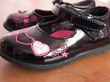 Girl Shoes - Size 4       (101)