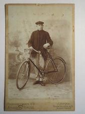 Leipzig - Mann mit Fahrrad / KAB