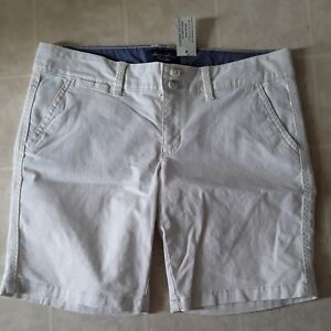 American Eagle Outfitters Women's Beige Bermuda Low Rise Shorts Size 6 NWT