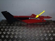 Honda 125 CBR JC39  . Flanc selle coque ar carenage G